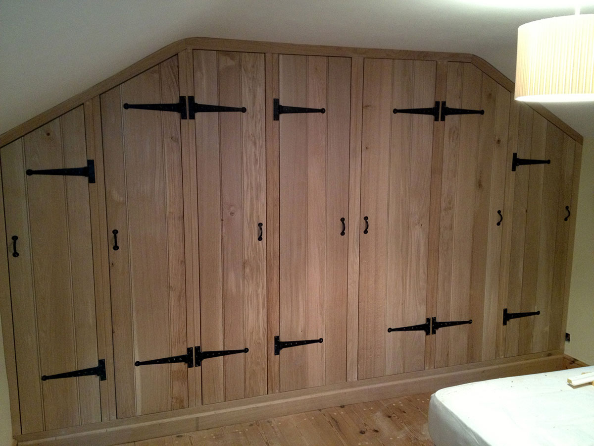 custom-fitted-solid-wooden-wardrobe-norfolk