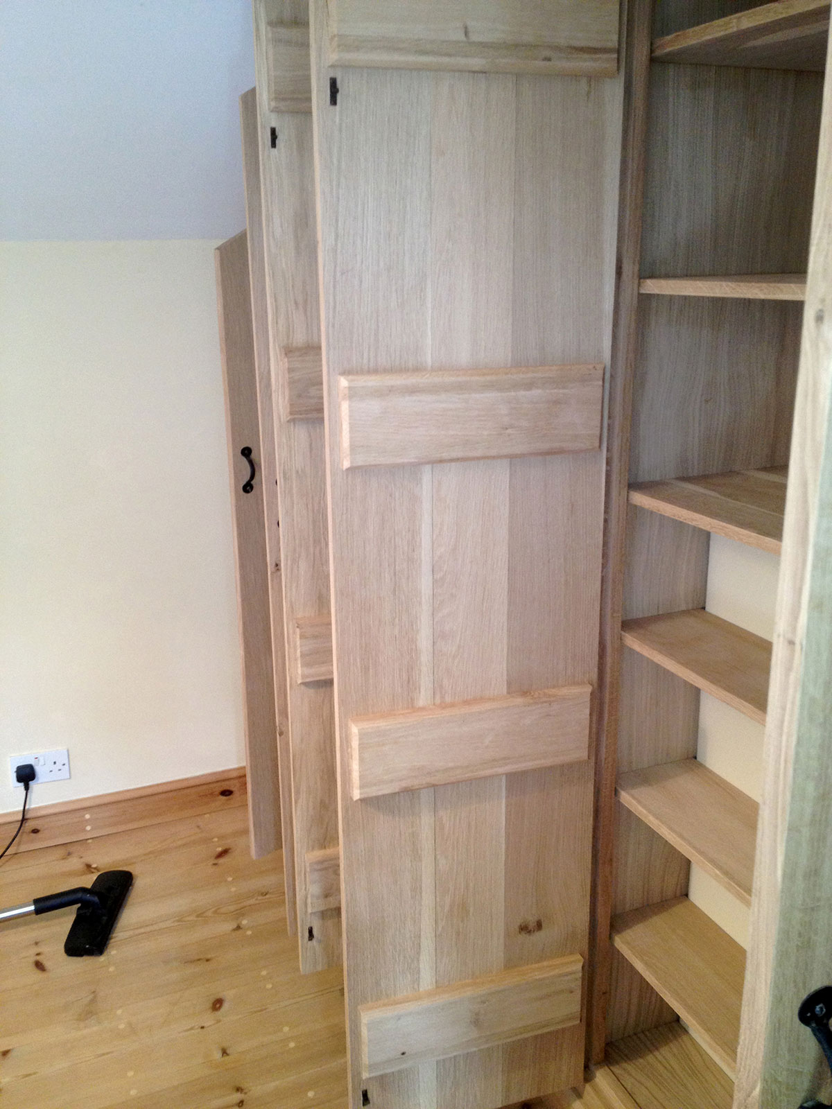 custom-fitted-solid-wooden-wardrobes-norfolk